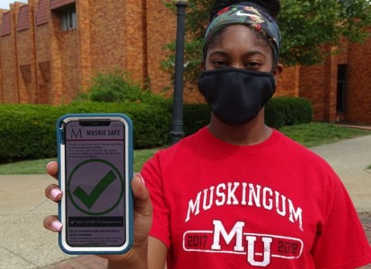 student shows off new Muskie Safe app on her phone